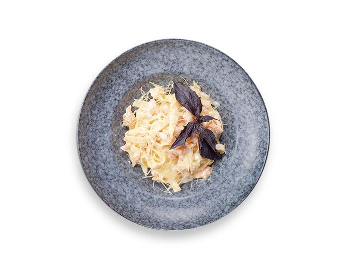 Тальятелле с морепродуктами в сливочном соусе