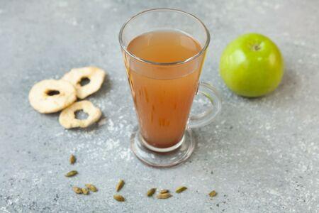 Яблочный холодный чай