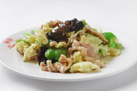 Свинина с китайскими грибами и яйцом