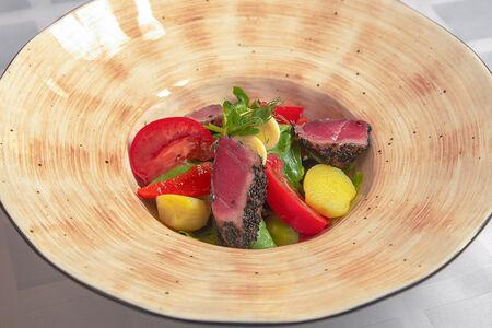 Салат нисуаз с тунцом гриль