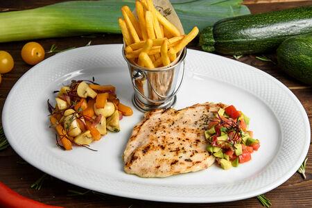 Куриное филе с карамелизированной тыквой и томатной сальсой