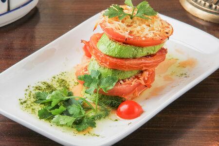 Кабачок, запеченный с томатами и сыром