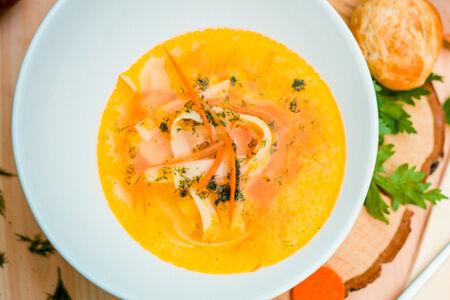Куриный суп лапша