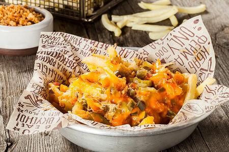 Картофель фри с огурцами и перцем