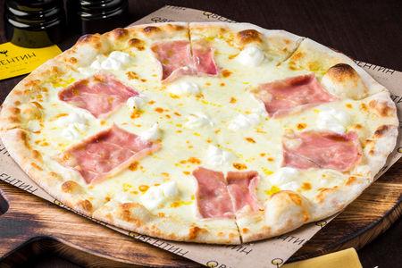 Пицца с ветчиной и сливочным сыром
