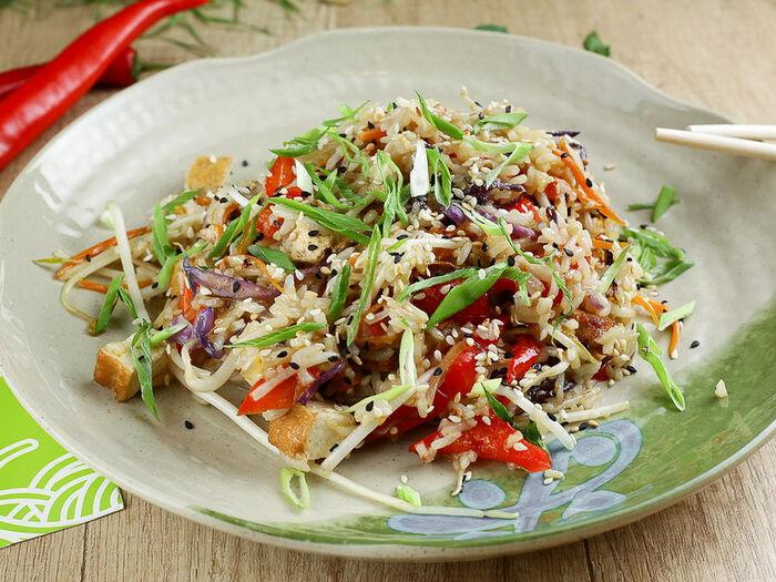 Вок с овощами и тофу