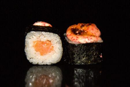 Ролл запеченный с лососем