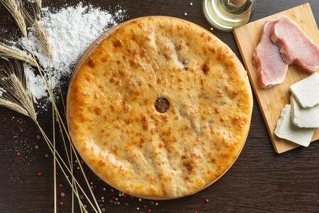 Пирог со свининой и сыром