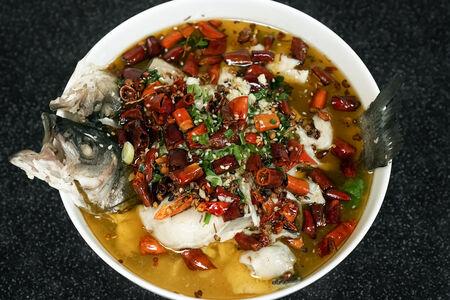 Вареная рыба в мягко-остром соусе