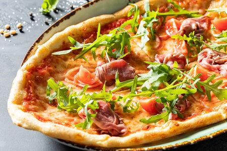 Пицца Ростбиф с красным луком