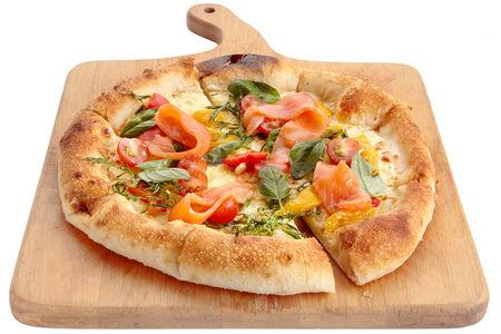 Неополитанская пицца с лососем и маринованным перцем