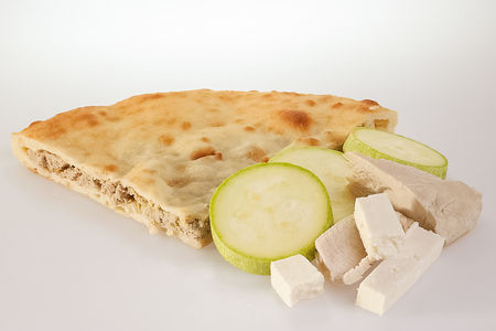 Пирог с индейкой, кабачками и сыром