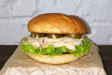 Чикен бургер с халапеньо
