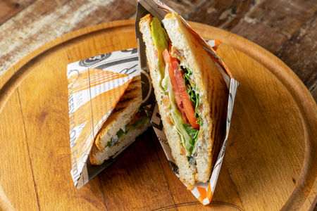 Клаб-сэндвич с лососем и крем чизом