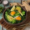 Фото к позиции меню Яичница с зеленью и авокадо
