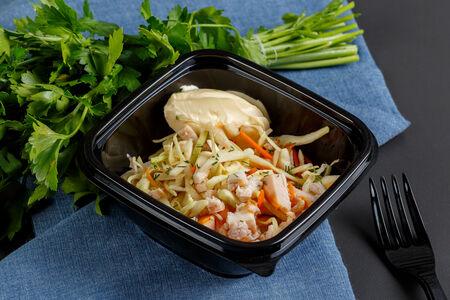 Салат капустный с копчёной курицей