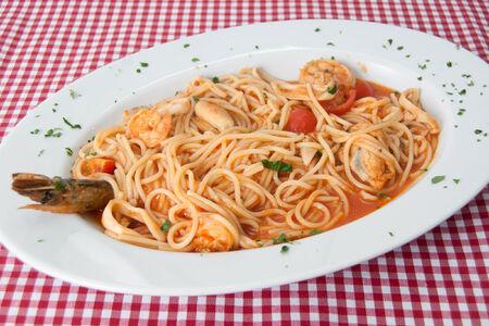 Спагетти Дары моря в томатном соусе