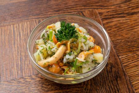 Салат картофельный с опятами