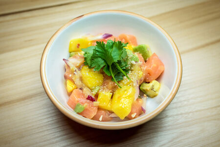 Севиче из лосося с авокадо и манго
