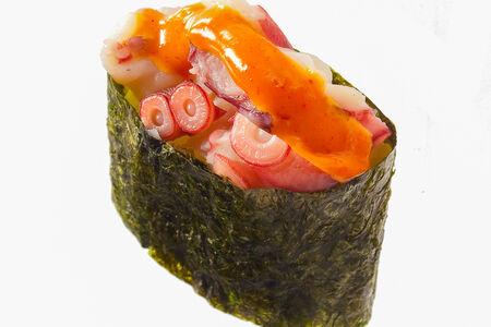 Спайс-суши с осьминогом