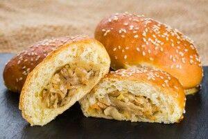 Пирожок печёный с тушёной капустой