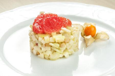 Салат из сельдерея и зеленого яблока