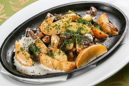 Горячая сковорода с грибами