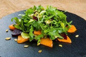 Салат с запеченной тыквой и свеклой