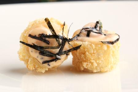 Темпура ролл с лососем и креветкой