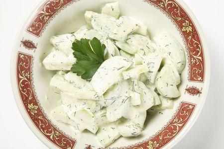 Салат из нежинских огурцов с укропом и сметаной