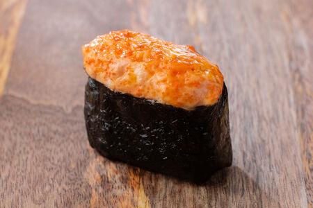 Запеченные суши с мидиями