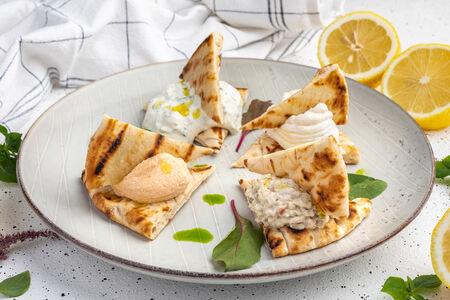 Ассорти греческих закусок