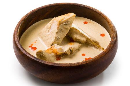 Сациви (кусочки курицы под ореховым соусом)