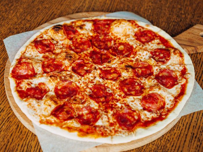 Пицца Неаполитано с салями