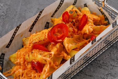 Острый картофель  с сыром и халапеньо