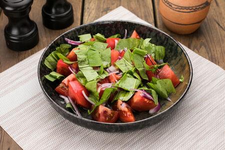 Салат из помидор с щавелем