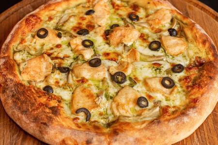 Пицца с цыпленком и песто