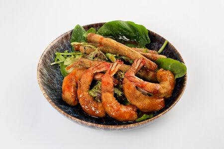 Креветки с овощами в кляре
