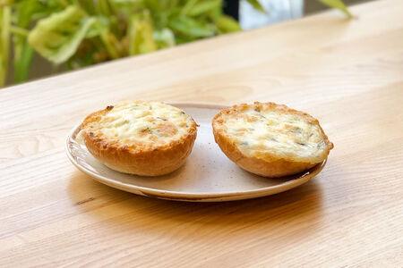 Гренка с сыром и зеленью
