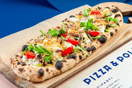 Длинная пицца с анчоусами, страчателлой и боттаргой
