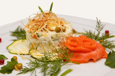 Салат Оливье с лососем слабой соли