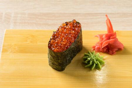 Суши Икура нигири