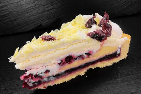 Брусничный кремовый пирог