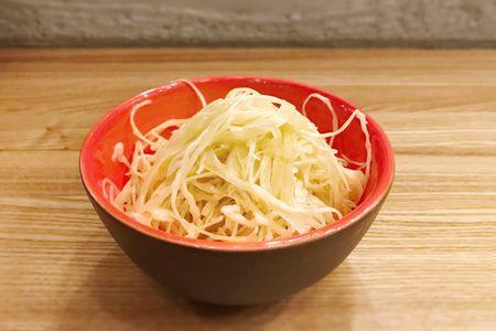 Салат из капусты с трюфельным маслом