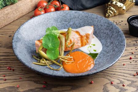 Лосось с морковным кремом