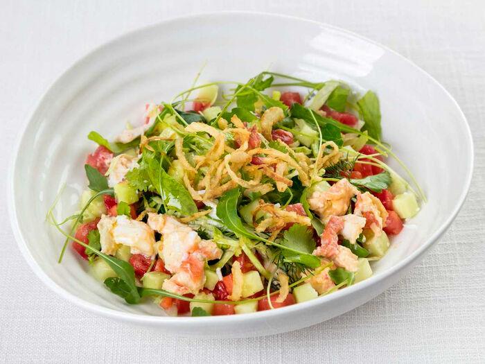 Салат с крабом и помидорами