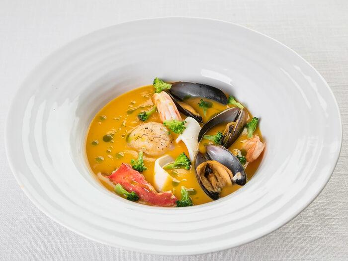 Суп-крем из тыквы с морепродуктами и крабом