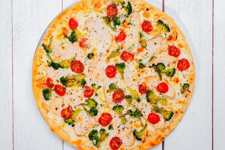 Пицца с цыпленком и брокколи