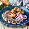 Фото к позиции меню Сельдь с картофелем