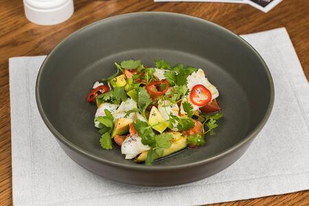 Салат с кальмаром и томатами-конфи